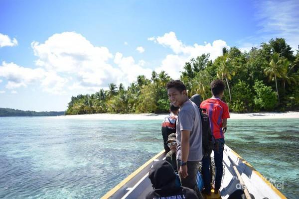 10 Tempat Wisata Di Banggai Laut Kabupaten Dengan Sejuta Keindahan Pantai Destinasi Travel Indonesia