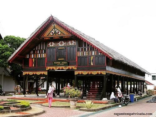 Pesona Replika Rumah Srikandi Aceh Museum Cut Nyak Dhien Destinasi Travel Indonesia