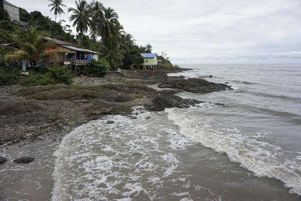 Pantai Teluk Gosong