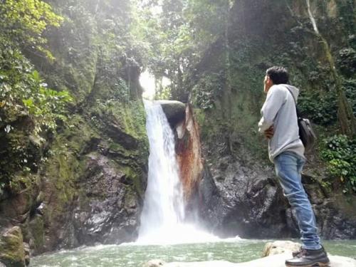 Air Terjun Ponggi Sarambu